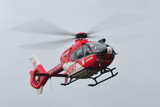 """Bei der Unglücksmaschine handelt es sich um eine EC 135 der DRF-Luftrettung, vermutlich um die """"D-HDRV""""."""