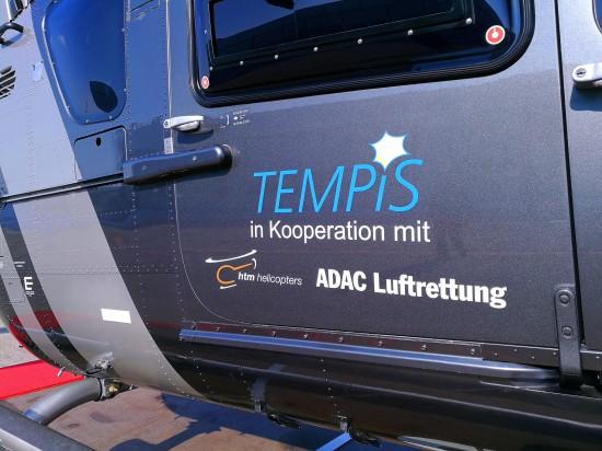 Die EC 135 von HTM mit der Kennung D-HCDL trägt auf den Türen auch eigens das TEMPiS-Logo