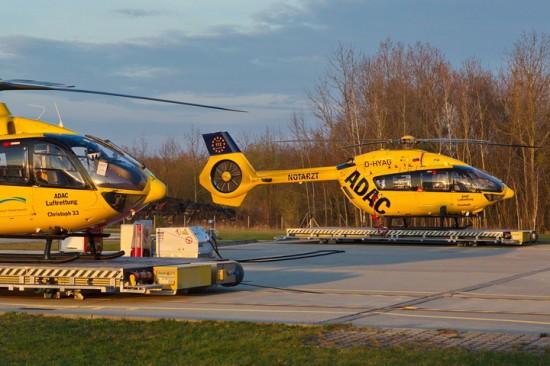 """Die Aufnahme zeigt die D-HYAG am ADAC-Luftrettungszentrum """"Christoph 33/71"""" im brandenburgischen Senftenberg"""