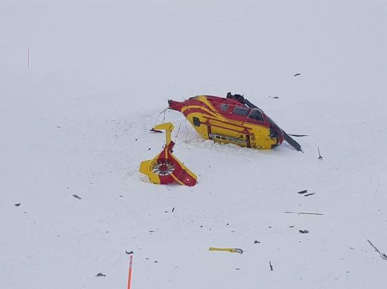 Bei dem abgestürzten Rettungsheli handelt es sich um eine EC 135 mit dem Kenner HB-ZIR der Air Glaciers