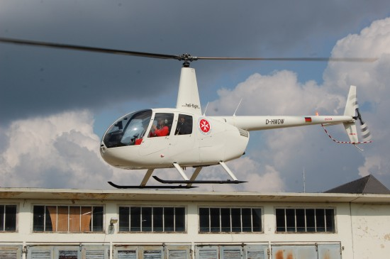 """Am heutigen Ostersonntag starten Johanniter Luftrettung und KZVWL ihr gemeinsames Pilotprojekt """"Flying Dentist"""" (die Aufnahme zeigt Vertreter der KZVWL bei der Pressevorstellung Ende März)"""
