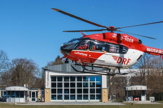 Die neue EC 145 landet an der Station Greifswald der DRF Luftrettung