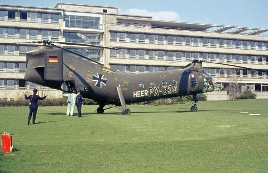 Als Hubschraubermuster kam in Frankfurt a. M. die Boeing-Vertol H-21C zum Einsatz