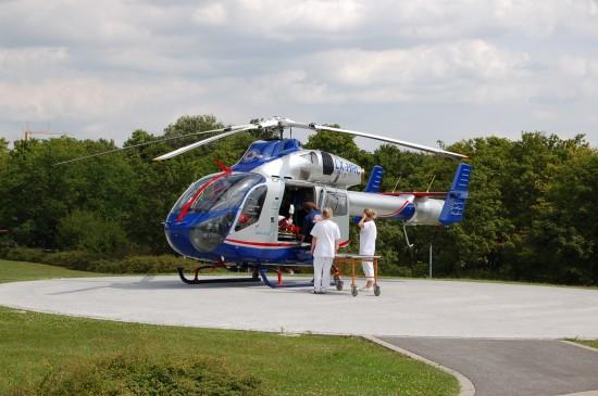"""Am 2. August 2012 brachte der """"Air Rescue 3"""" der LAR einen Patienten zur BG Klinik Ludwigshafen"""