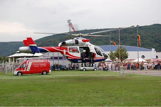 """""""Air Rescue 1"""" der LAR zeigte im August 2006 auf dem Messegelände in Trier anlässlich einer Übung sein Können"""