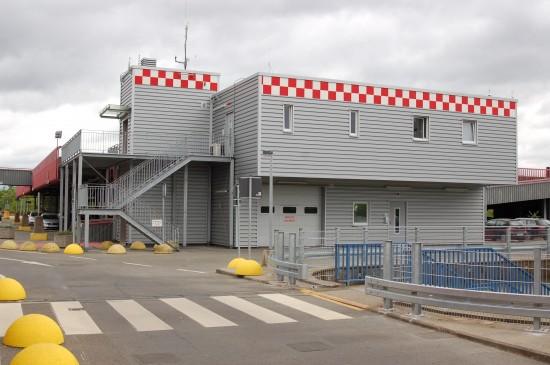 """Unterhalb des Luftrettungszentrums """"Christoph 4"""" befindet sich die neue Notarztwache"""