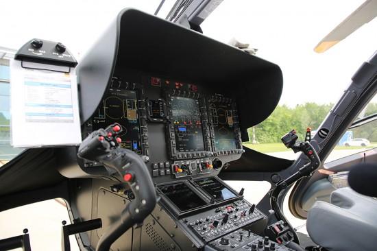 Das hochmoderne Glascockpit verfügt über drei großformatige Displays auf dem u.a. alle wichtigen Triebwerks-, Fluglage- und Luftrauminformationen angezeigt werden können.