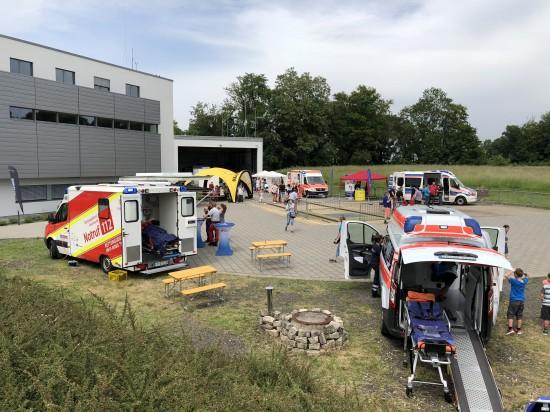 """Im Rahmen der 50-Jahr-Feier des Klinikums Saarbrücken Ende Mai öffnete auch die ADAC-Luftrettungsstation """"Christoph 16"""" ihre Pforten"""