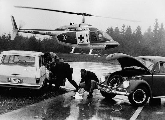 Einen Schwerpunkt bildete die (not-)ärztliche Versorgung von Notfallpatienten bei Verkehrsunfällen (hier eine für Werbemaßnahmen des ADAC gestellte Szene)