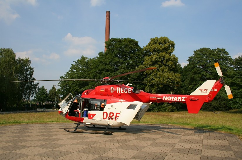 """Bei der beschädigten Maschine handelt es sich um die 1995 gebaute BK 117 """"D-HECE"""", hier als Christoph Weser in Essen."""