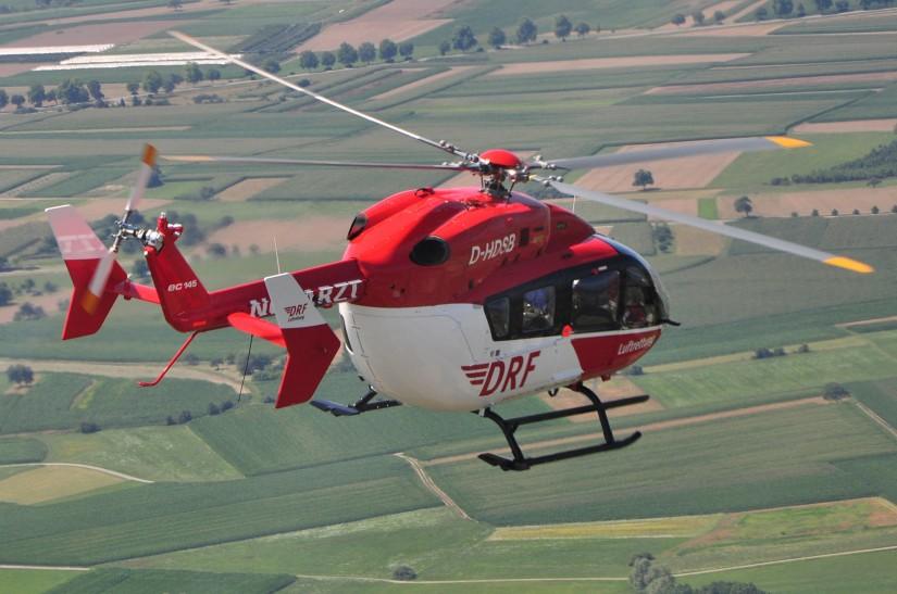 Flugaufnahme einer EC 145 wie sie derzeit in Rendsburg zum Einsatz kommt