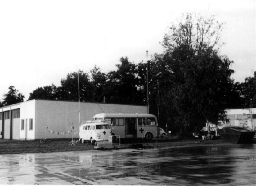 Zur Kommunikation mit dem Hubschrauber stationierte das BRK am Flughafen Nürnberg zwei mobile Funkleitstellen des BRK-Hilfszuges