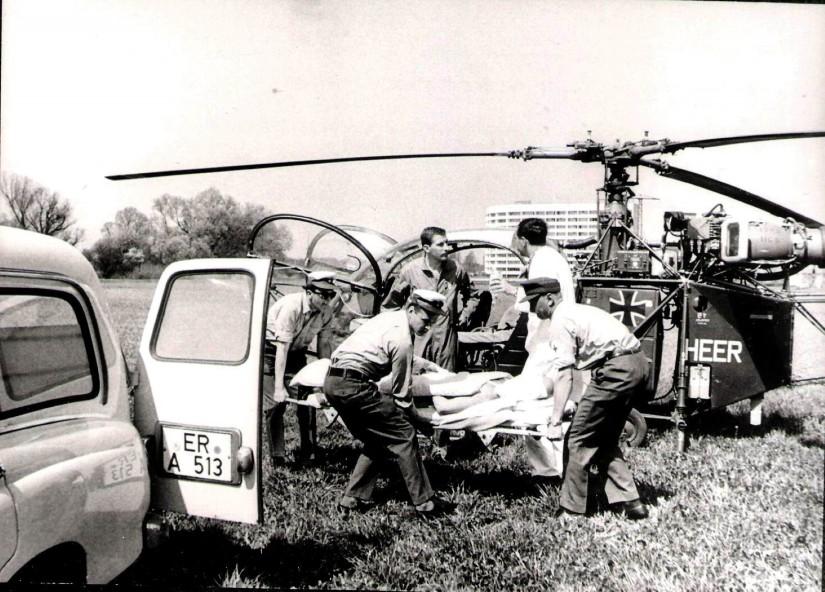 Die Aufnahme zeigt noch einmal die Ersatzmaschine vom Typ Alouette II bei ihrem ersten Einsatz in Erlangen (gegenüber Bild 1 aus geänderter Position aufgenommen)