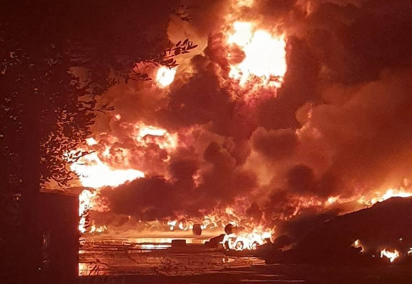 Großfeuer in Senftenberg nahe des Luftrettungszentrums
