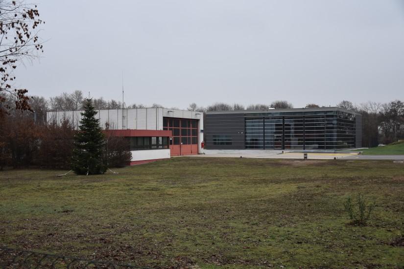 Einträchtig vereint: altes und neues Luftrettungszentrum