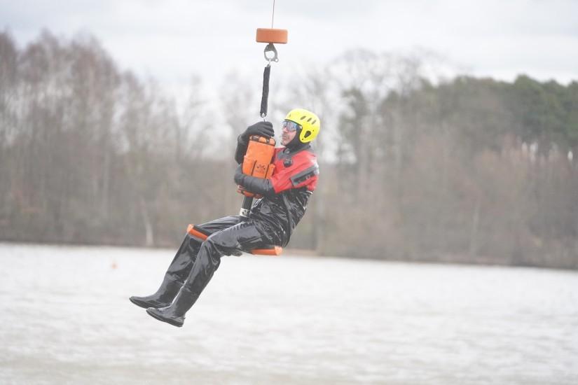 """Reiner Hertel von der Wasserwacht-Ortsgruppe Hiltpoltstein spielte bei der Übung den """"Geretteten"""""""