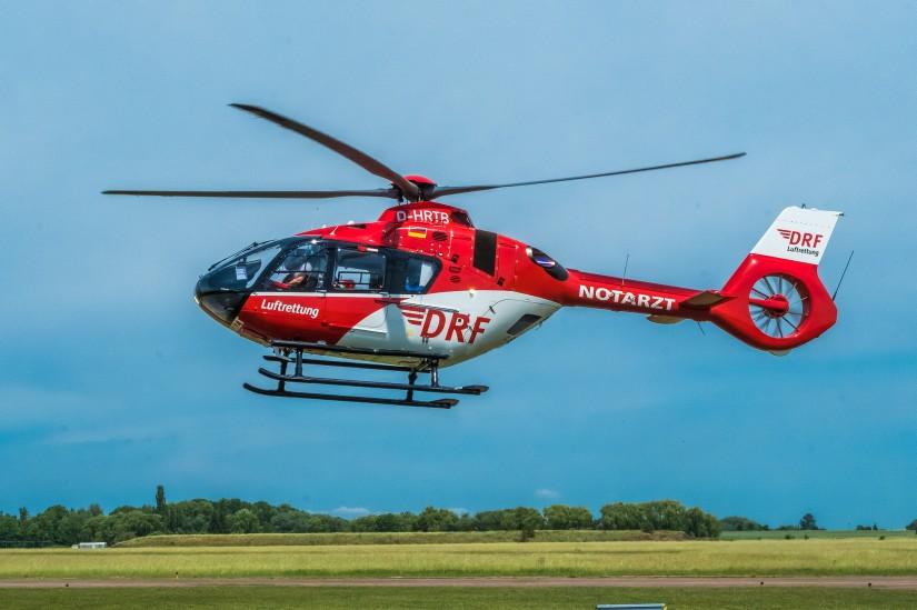 Hubschrauber des Typs H135 der DRF Luftrettung im Einsatz