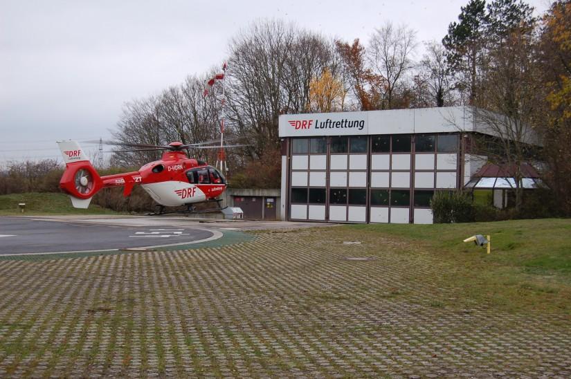 """Luftrettung ist eine hochkomplexe Angelegenheit (die Archivaufnahme aus dem Jahr 2012 zeigt den RTH """"Christoph 41"""" noch an der alten DRF-Station in Leonberg)"""
