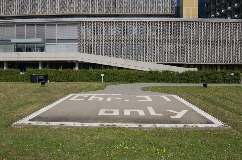 Bald werden am Steglitzer Universitätsklinikum mehrere Hubschrauber gleichzeitig landen können (Archivaufnahme aus dem Sommer 2009)