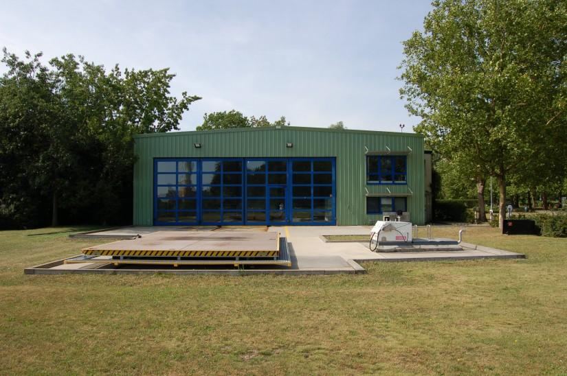 Der verwaiste Hangar wird nach Abschluss der Um- und Ausbauarbeiten nicht wiederzuerkennen sein (Archivaufnahme aus dem Sommer 2009)