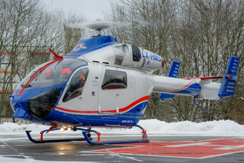 """Luftrettung international: Am Krankenhaus Birkenfeld landete der ITH """"Air Rescue 3"""" der Luxembourg Air Rescue (LAR)"""