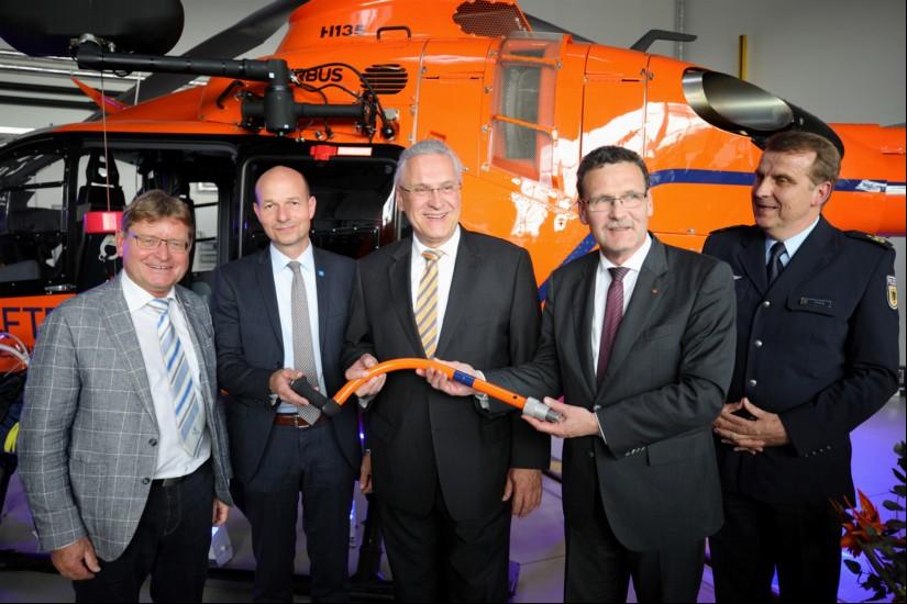 BBK-Präsident Christoph Unger übergibt den neuen Zivilschutz-Hubschrauber an Bayern
