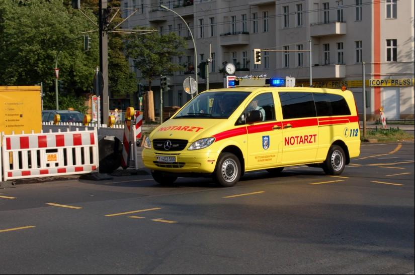 Die Berliner Feuerwehr ist aber auch berechtigt, hierfür medizinisches Personal Dritter (z. B. der Bundeswehr) einzusetzen (hier zu sehen ein NEF des Bundeswehr-Rettungszentrums Berlin)