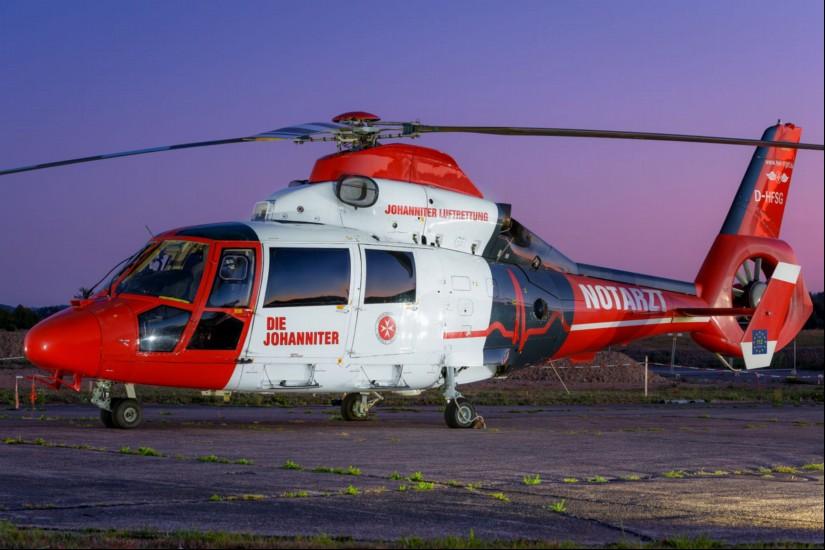 """Zur blauen Stunde landete der """"Air Rescue Pfalz"""" am Freitagabend an seiner Homebase im Gewerbegebiet von Sembach"""