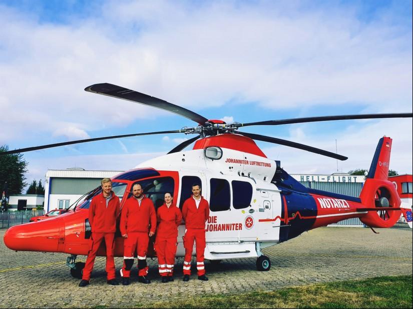 Den ersten Dienst mit der neuen Maschine leisteten heute (v.l.n.r.) Pilot Jan Sobick (Heli-Flight), HEMS TC Johannes Jabs (JUH), Notärztin Sabrina Weber und Notarzt Dr. David Peters