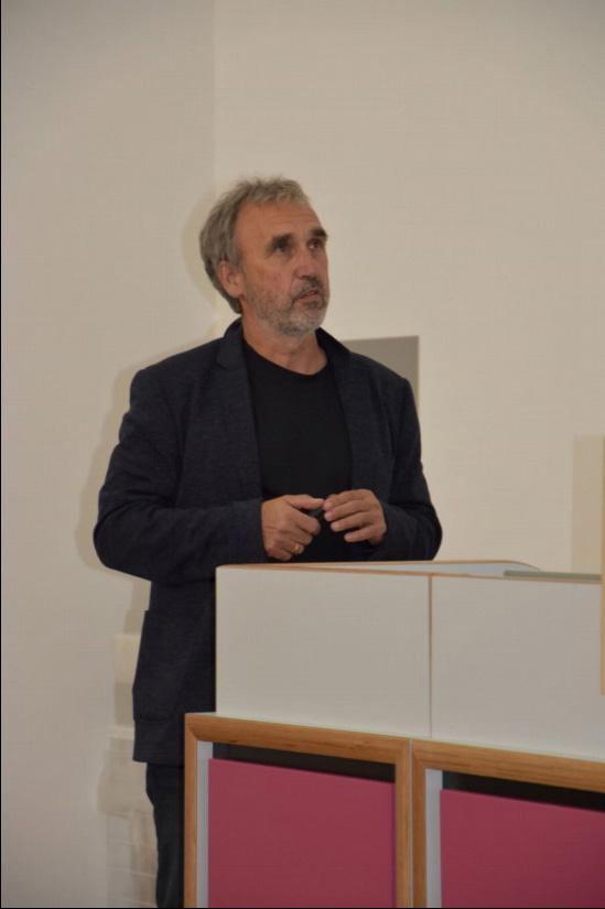 Hermann Friedrich, Polizeioberrat i. R., widmete sich in seinem Vortrag dem Kommunikationsmanagement und der Taktik in der ersten Phase von Konflikteinsatzlagen