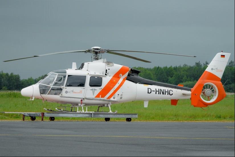 """Im Juni 2019 stand die SA 365 N3 """"D-HNHC"""" von NHC als AHS """"Rettung 79/99-1"""" am Heliport in Emden und wartete auf ihren nächsten Einsatz"""