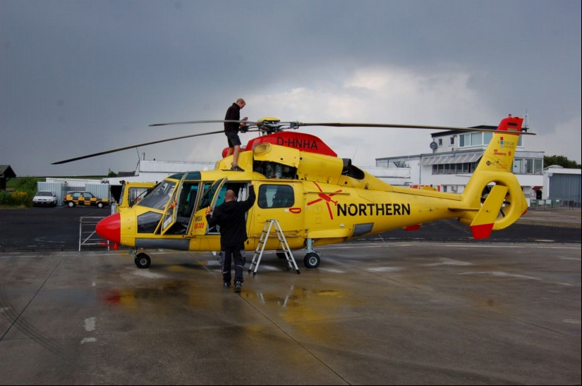 "Anfang 2017 befand sich die AS 365 N2 ""D-HNHA"" zu Wartungsarbeiten bei der Firma HeliFlight am Flugplatz Reichelsheim/Wetterau"