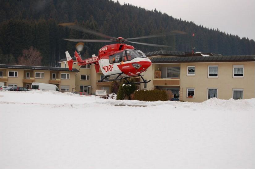 """Im Dezember 2011 startete die BK 117 """"D-HIMB"""" als Dual-Use-ITH """"Christoph 54"""" an der Helios Kinik in Titisee-Neustadt mit Ziel Uniklinik Freiburg"""