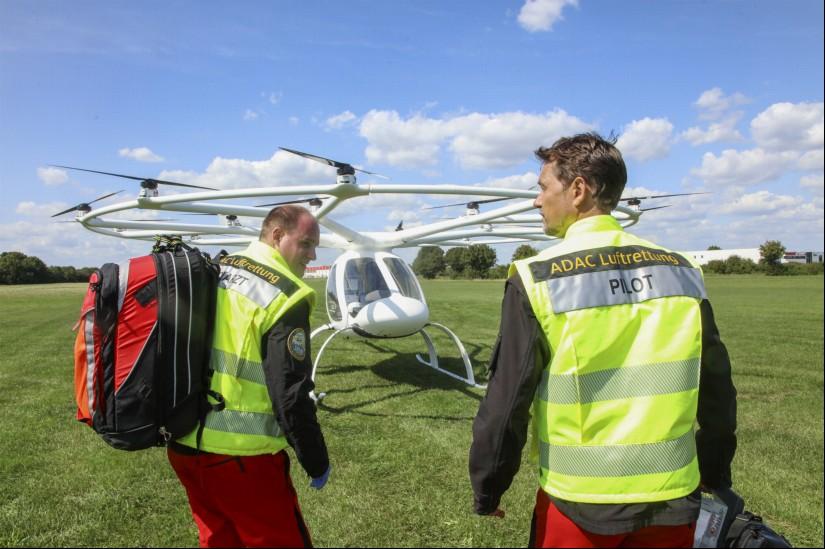 Die Besatzung der Volocopters: Pilot und Notarzt
