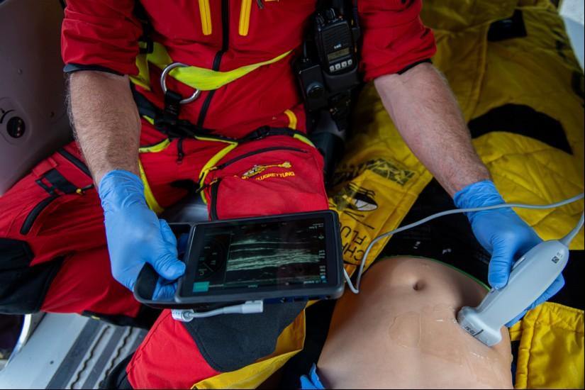 ÖAMTC-Flugrettung: Ultraschall an Bord – Innovative Neuerung liefert schnelle Antworten und erhöht Überlebenschancen