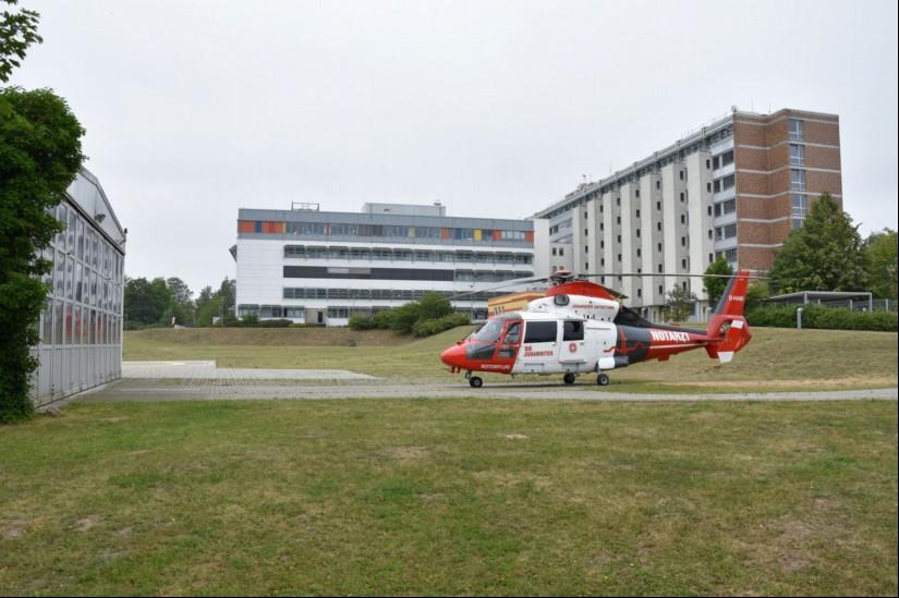 Das Luftrettungszentrum Rostock der Johanniter Luftrettung befindet sich am Klinikum Südstadt in Rostock (hier eine aktuelle Aufnahme aus dem Sommer 2019)