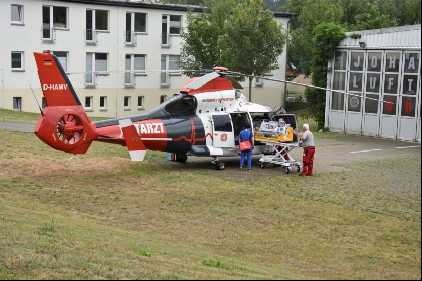Bereits seit 1993 fliegt die Johanniter Luftrettung von Rostock aus mit ihren AHSs und ITHs (hier zu sehen ein Inkubatortransport)