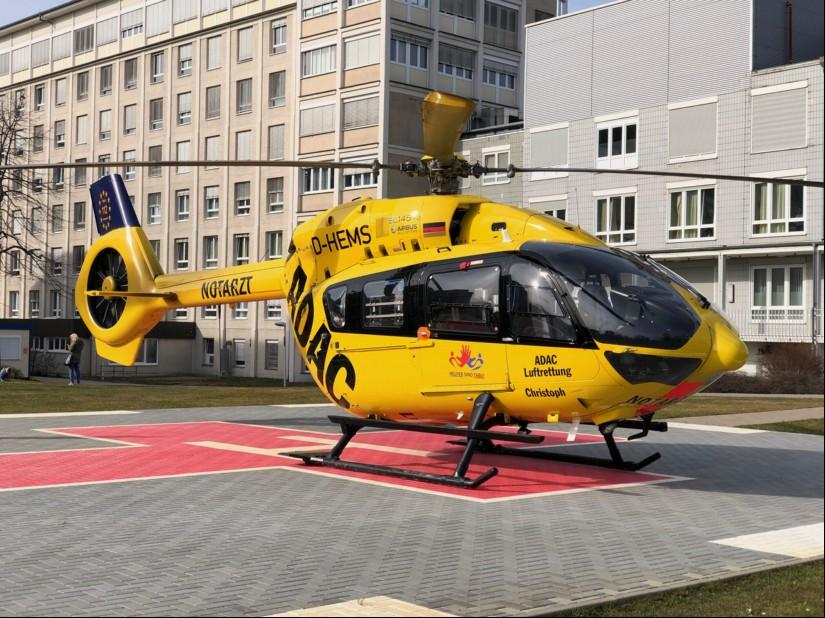 """Chancen dürften allerdings ADAC und DRF Luftrettung mit ihren H145 eingeräumt werden (hier zu sehen die H145 der ADAC Luftrettung als """"Christoph 77"""" am GPR Klinikum Rüsselsheim)"""