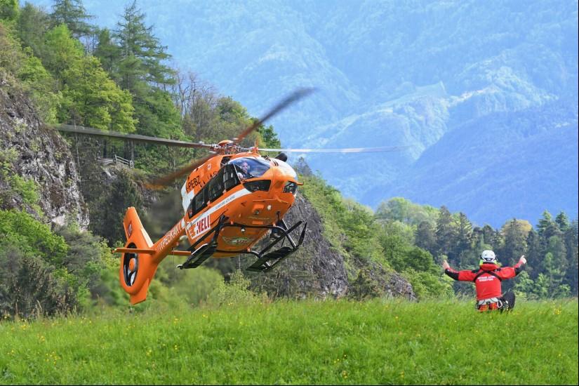 Flugrettungsfans können sich mit beeindruckenden Motiven der Südtiroler NAH-Standorte durch das Jahr begleiten lassen.