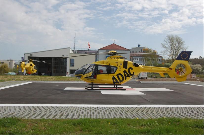 """Seit dem 01.01.2011 betreibt die ADAC Luftrettung die Station """"Christoph 18"""" (die Aufnahmen zeigt die Ende April 2013 offiziell eröffnete neue Station)"""