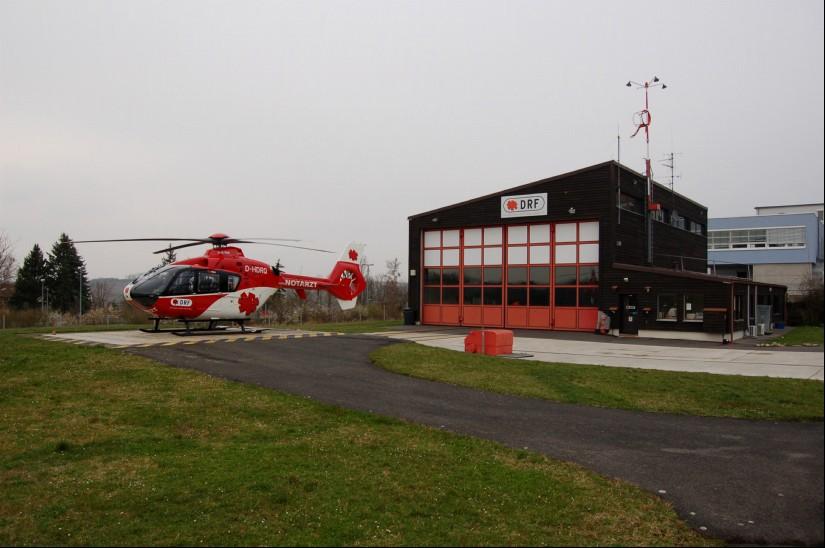 Die DRF Luftrettung setzte an ihrer Station Ochsenfurt seit September 1996 den damals neuen Hubschraubertyp EC 135 ein (hier eine Aufnahme aus dem April 2008)