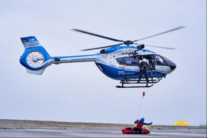 Seit Ende 2018 können auch die H145 der PHuSt Baden-Württemberg zu Windenrettungseinsätzen angefordert werden (Archivaufnahme aus dem Dezember 2018)