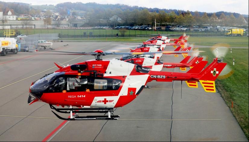 Seltenes Bild am Flughafen Zürich: Fünf EC 145 der Rega starten in Formation ihren Überführungsflug.