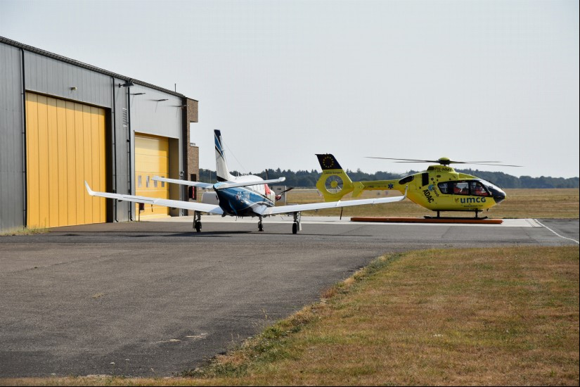 Zum Einsatz kam bis zuletzt eine EC 135, die neben dem ADAC-Logo auch jenes des niederländischen Partners ANWB trug (Archivaufnahme aus dem August 2018)