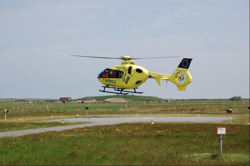 """Grenzüberschreitende Luftrettung: Im Mai 2013 kam """"Lifeliner Europa 4"""" auf der zu Deutschland gehörenden ostfriesischen Insel Langeoog zum Einsatz"""