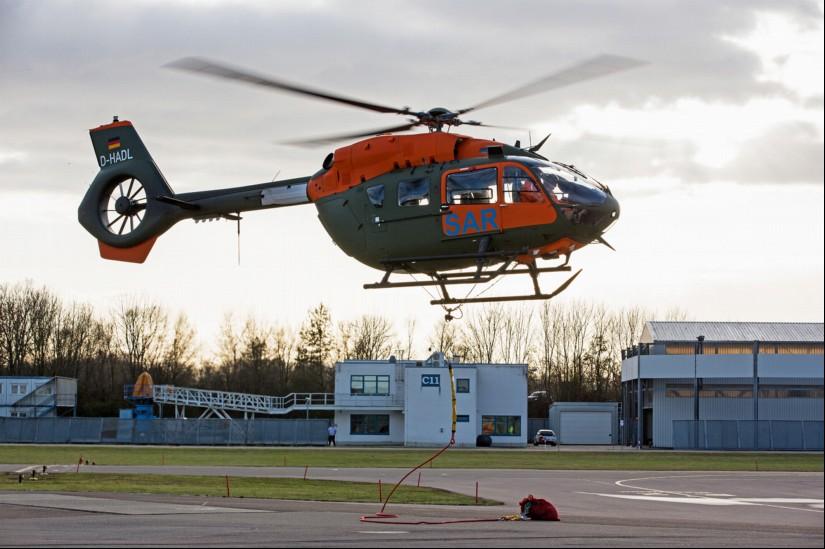 Während der Erprobung bei Airbus Helicopters trägt die H145 LUH SAR noch das zivile Kennzeichen D-HADL