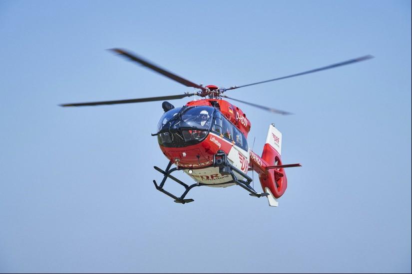 Symbolfoto: Rettungshubschrauber vom Typ H145 der DRF Luftrettung im Flug