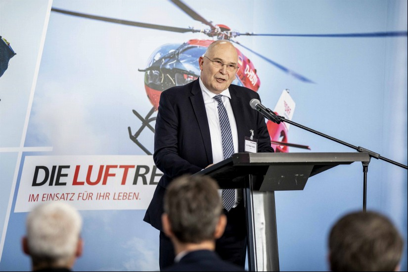 Dr. Peter Huber bei seiner Rede zur Einweihung