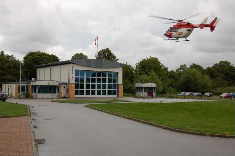 Hier startet die BK 117 Ende August 2010 zu einem Notfalleinsatz