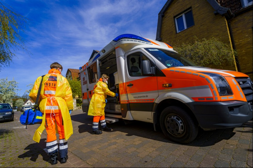 Die Pandemie konfrontiert nicht nur ITH-Besatzungen mit anstrengenden Einsätzen, sondern insbesondere auch den bodengebundenen Rettungsdienst